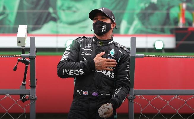 Hamilton é vítima de ofensas racistas após acidente no GP da Inglaterra