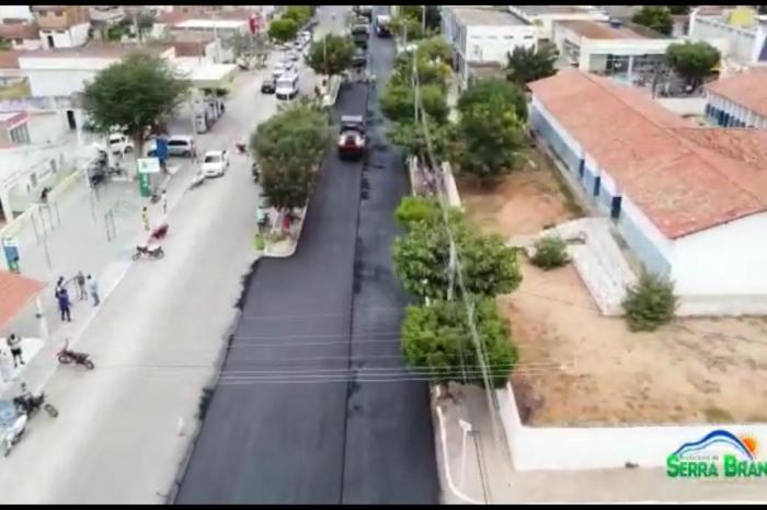 Adriano agradece ao governador João Azevêdo por obra asfáltica de ruas de Serra Branca