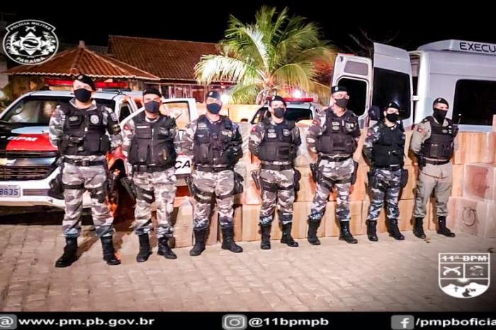 Polícia Militar aborda Van e apreende caixas de cigarros contrabandeados no Cariri