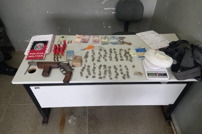 Polícia detém dupla suspeita de tráfico e apreende arma de fogo em bairro de Campina Grande