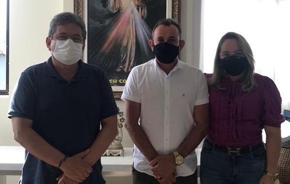 Adriano Galdino recebe pleitos do município de Livramento e encaminhará ao governador