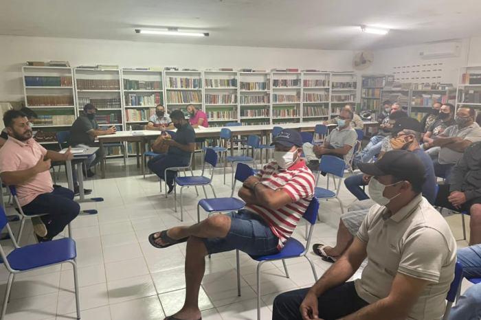 Prefeito do Cariri anuncia incremento de 0,10 centavos para cada litro de leite de cabra