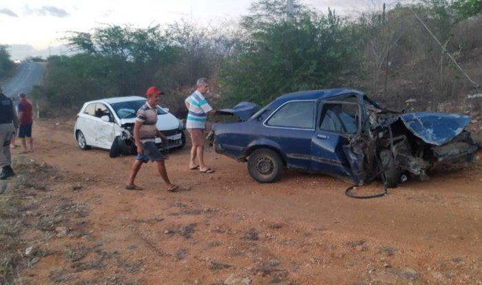 Em Boqueirão: carros colidem nas proximidades da curva do Relva