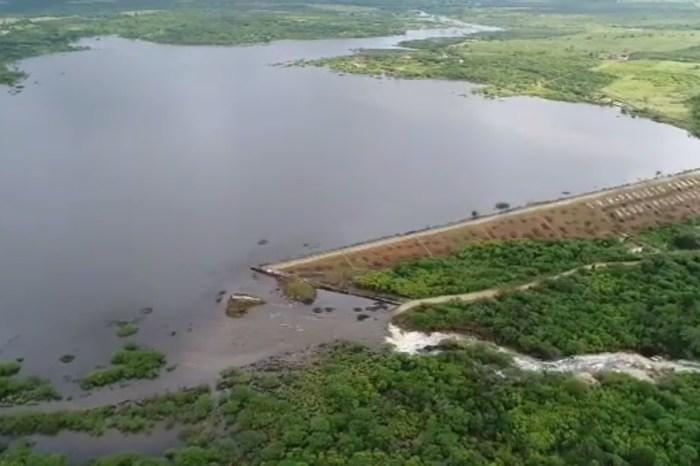 AESA realiza serviços de limpeza e manutenção do Açude de Pocinhos em Monteiro