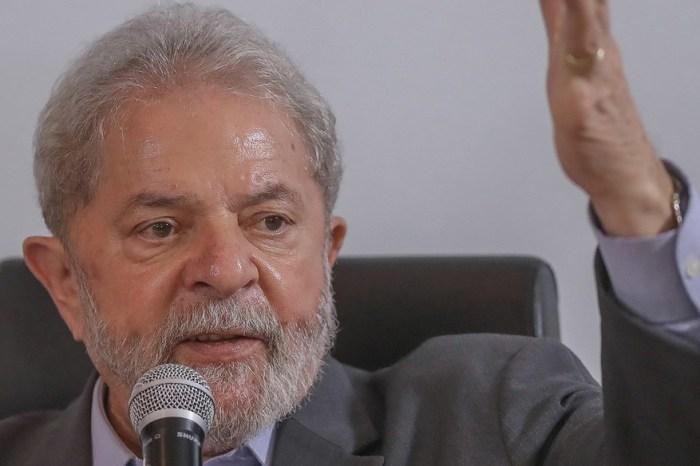 Tribunal suspende ação contra Lula por lavagem de dinheiro