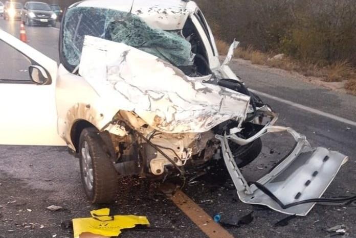 Colisão entre carros deixa uma pessoa morta e três feridas na BR 230 próximo à Soledade