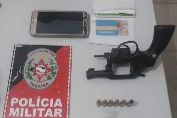 Polícia Militar prende suspeito e apreende revólver, maconha e cocaína no Sertão da Paraíba