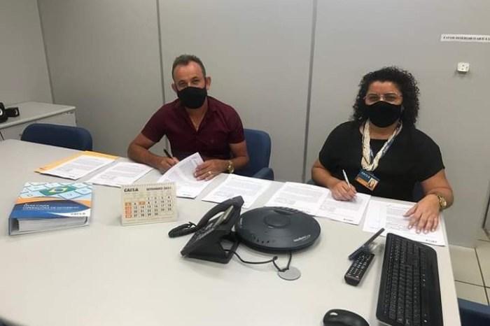Prefeito de Livramento assina contrato de repasses que beneficia reformas e pavimentações de ruas