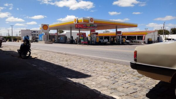 Trio armado assalta posto de combustível em cidade do Cariri e levam dinheiro do estabelecimento