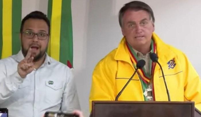 """Bolsonaro: """"Vida de presidente não é fácil, se alguém quiser trocar eu troco"""""""