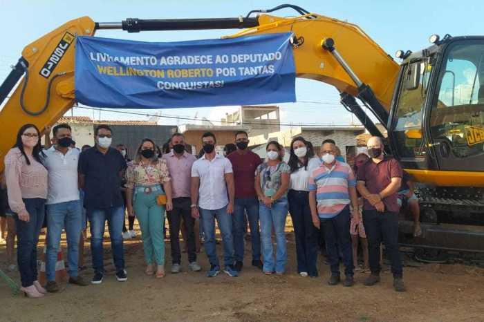 Wellington Roberto destina máquina PC a cidade de Livramento e prefeito comemora