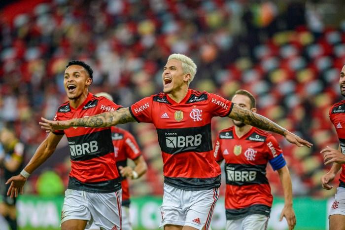 No retorno da Nação, Mengão vence o Grêmio por 2 a 0 e avança para a semifinal da Copa do Brasil