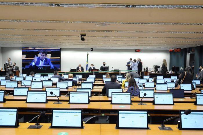 Comissão da Câmara aprova texto-base da reforma administrativa