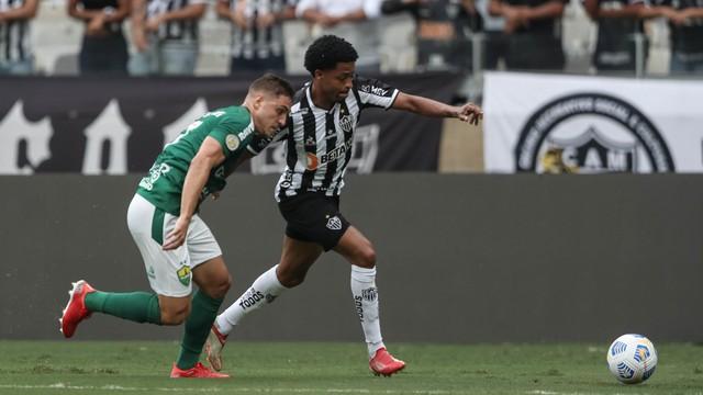 Atlético-MG vira sobre Cuiabá, dispara na ponta e fica mais perto do título