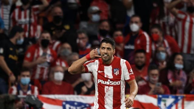 Suárez 'castiga' ex-clube Barcelona, Atlético vence e encosta no líder Real Madrid