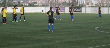 El Molins de Rei CF va estar molt ben ordenat defensivament durant tot el partit // Adrià Casaín