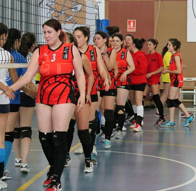 L'AE Molins mostra esportivitat després del partit // Jose Polo