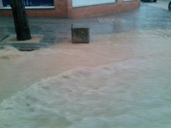 La gran quantitat d'aigua es feia notar // Jordi Costa