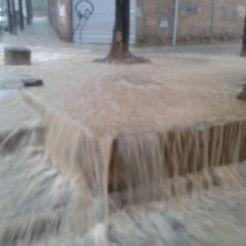 L'aigua baixava amb molta velocitat al carrer Verdaguer // Jordi Costa