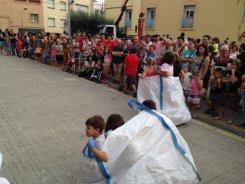 La cursa de sacs va provocar molts riures entre els assistents // Laura Herrero