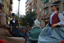 Els gegants de Bergara ballant davant les escales del Mercat // Elisenda Colell