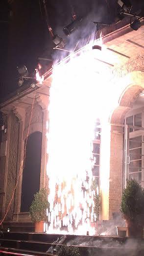 Una cortina d'esùrnes va marcar l'inici de les 12 hores de terror // Sergi Sanmartí