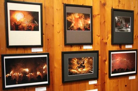 Fotos presentades a la categoria de Diables amb les premiades al centre de la imatge // David Guerrero