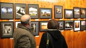 Una trentena de persones van assistir a la inauguració de l'exposició al local del CEM // David Guerrero