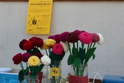 Roses de roba a la parada de la CUP Molins de Rei // Jose Polo