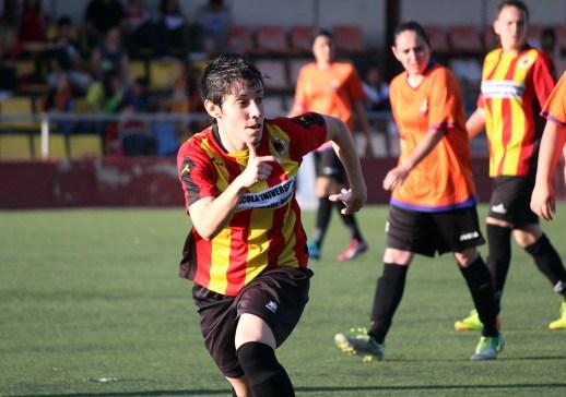 Helena Siles, l'extrem del Molins, va marcar dos gols en el partit que va segellar l'ascens // David Polo