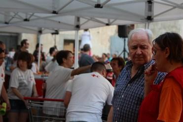 El president de la Creu Roja Josep Maria Salas, i el seu equip treballant // Jose Polo