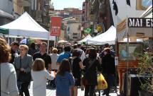 Els carrers del Centre Vila plens de gom a gom // Jose Polo