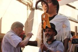 Miki Rosas va rebre el barret i la vara que l'acredita com a Miquel de l'any // Jordi Julià