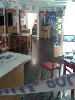 Han forçat la porta del magatzem (al fons) // Manuel Julià