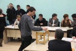 Carles Ros (CUP) votant el pla d'investidura // Jose Polo