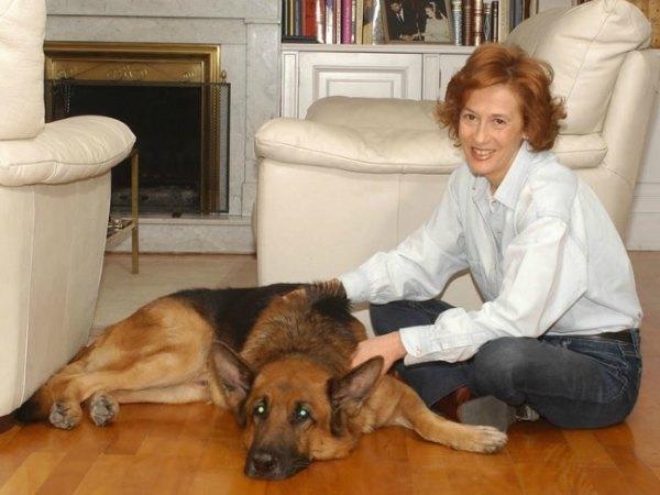 "Author Julia Navarro speaks of her book ""Shoot Me, I""m Already Dead"""