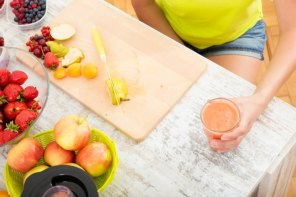 Juicy tips and 2 recipes to combat hot flashes