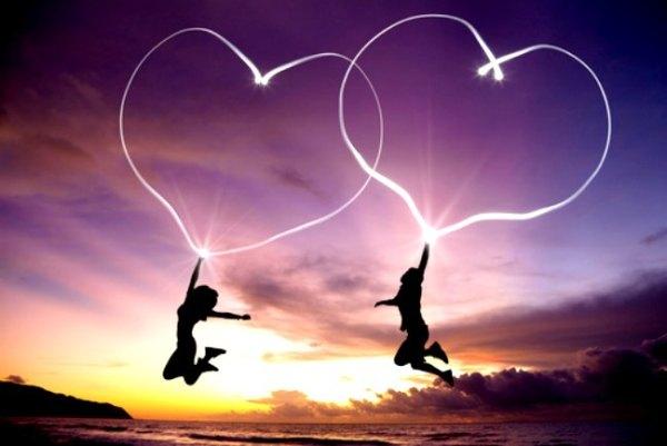10 Ventajas de enamorarte de un hombre más joven