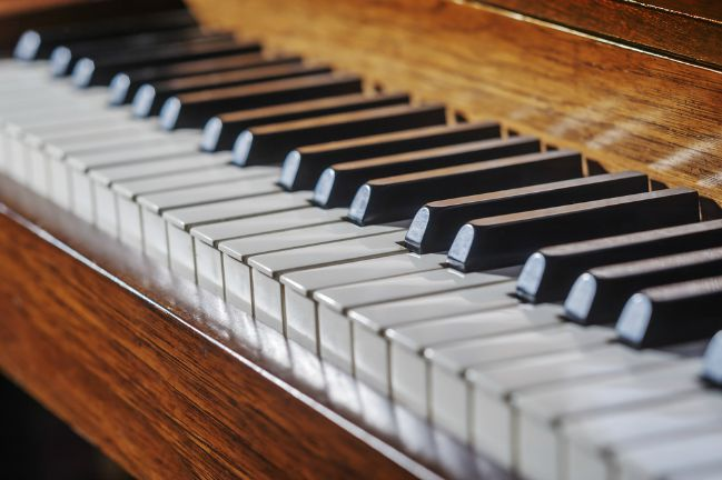 Learning to play a musical instrument in midlife