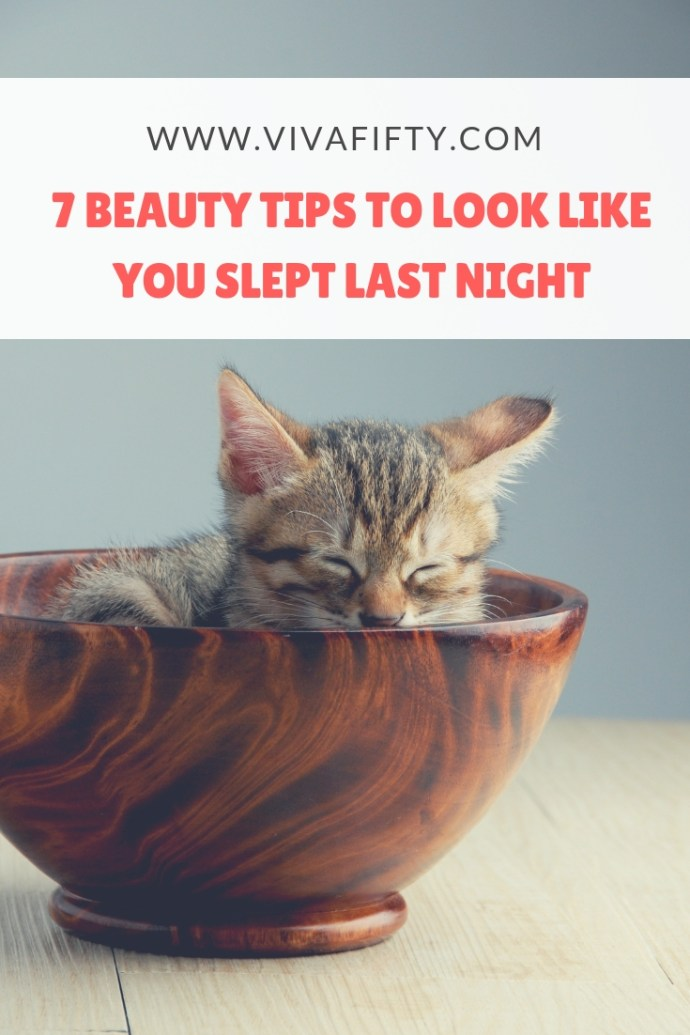 Of course we all need to sleep 7 to 9 hours a night, but when you just can´t because of perimenopause or menopause symptoms or because you stayed up updating your social media accounts, here are 7 tips to make you look refreshed. #beauty #makeup #health #perimenopause #menopause