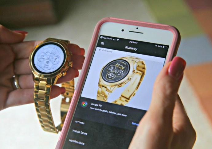 This smartwatch combines fashion and functionality