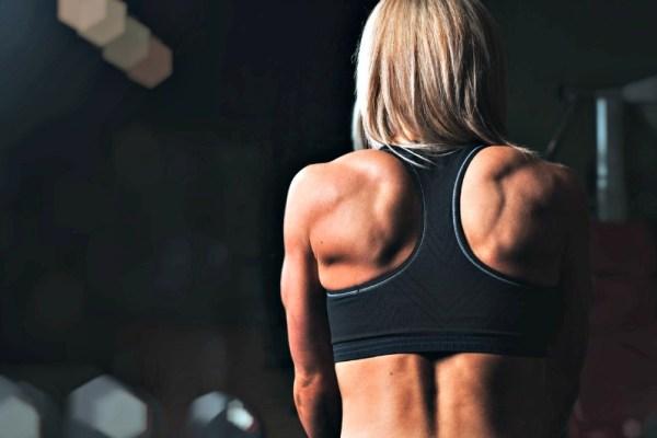 El deporte pasados los cincuenta años tiene beneficios que van más allá de lo simplemente físico. Te explicamos todas las ventajas.