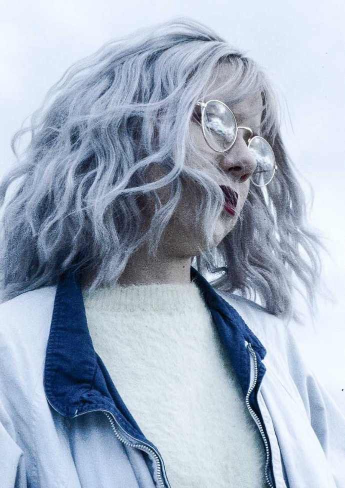 White and gray hair requires special care to keep it healthy and soft. Here are our best tips to care for your silver tresses when they are coarser.
