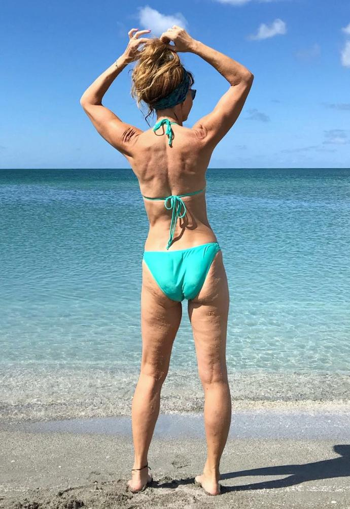Most articles about loving your midlife body don´t actually show a mature or aging body, so here are some photos to help you realize you´re not alone.
