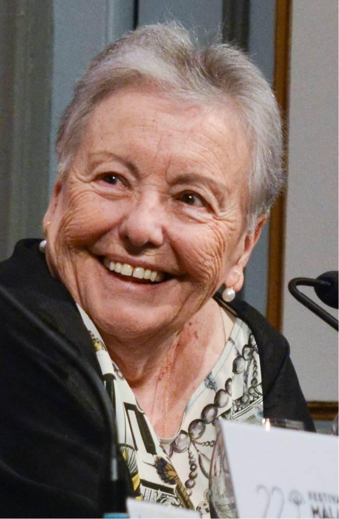La actriz española María Galiana, siempre fue maestra de instituto, e hizo su primer trabajo artístico a los 50 años, y luego ganó un Goya por su interpretación en la película Solas cuando tenía 66 años.