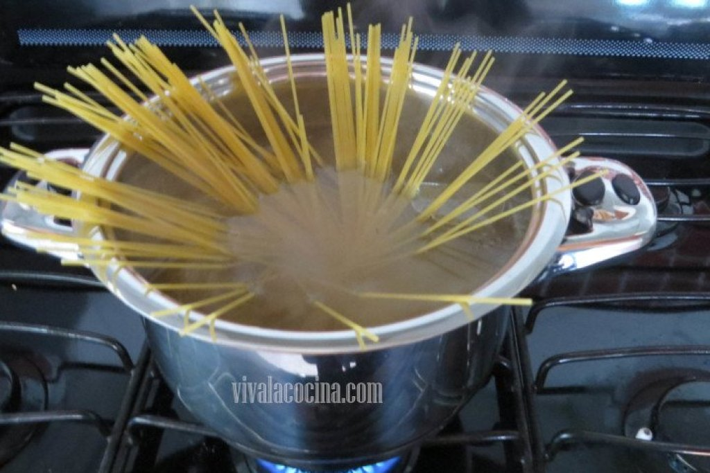 Cocinar la Pasta para espagueti con albóndigas
