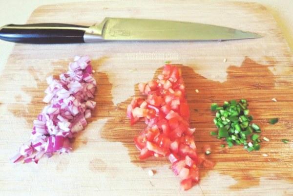 Salsa de piña: Picar las Verduras