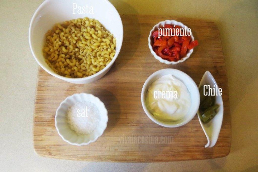 Ingredientes para la receta de pasta con crema de pimiento rojo