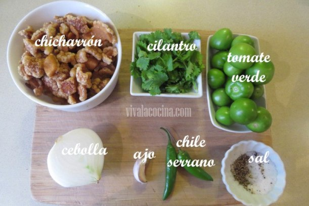 Ingredientes para el chicharrón en salsa verde