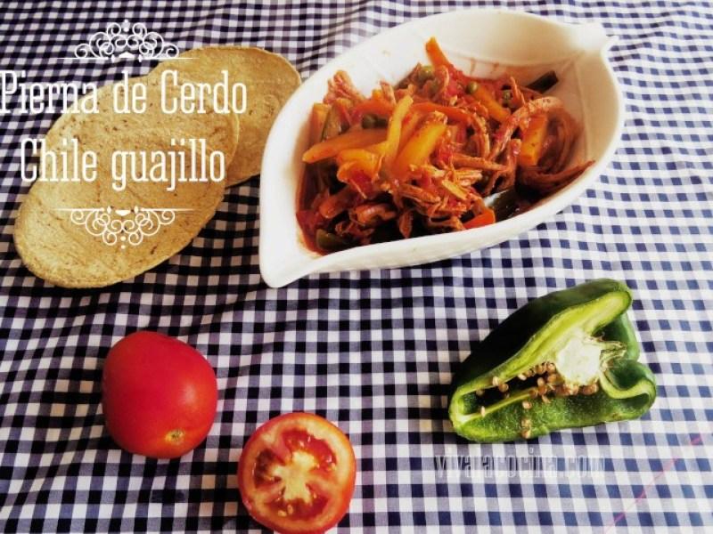 Pierna al horno con chile guajillo